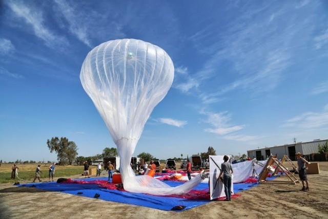 Google lança balões de alta tecnologia com acesso à Internet.