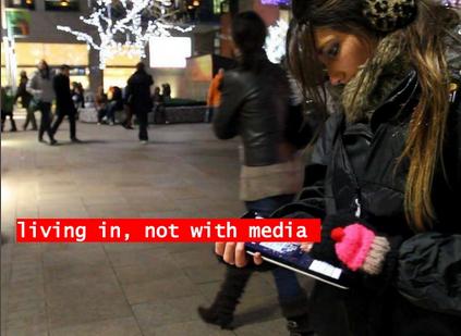 """""""Vivendo na mídia, não com a mídia"""""""